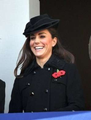 A Kate Middleton scappa una risatina al Remembrance Day, una gaffe perdonabile?