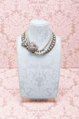 Per chi non rinuncia ad essere chic, ecco la collezione di bijoux 2012 firmata Miu Miu
