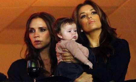 Le foto di Victoria Beckham con la figlia Harper Seven che è già una piccola fashion victim!