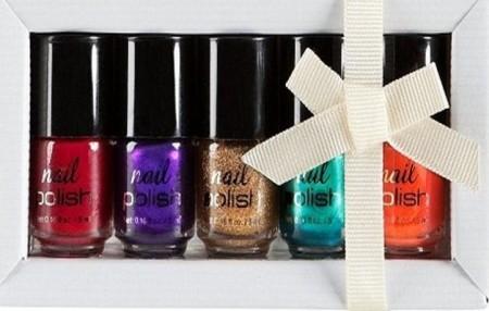 Gli smalti di H&M per Natale 2011, brillanti e low cost