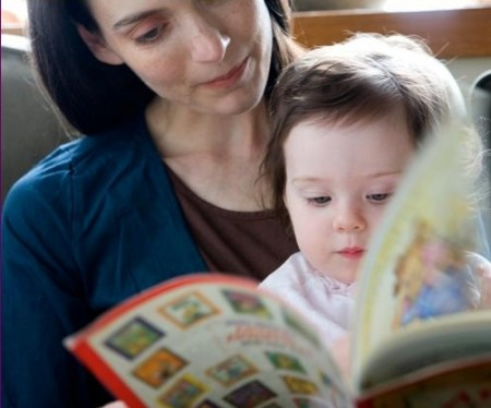 Ai bambini si possono leggere le favole già dai sei mesi di vita