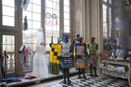 Madama Knit, le armature fatte di lana in mostra a Torino