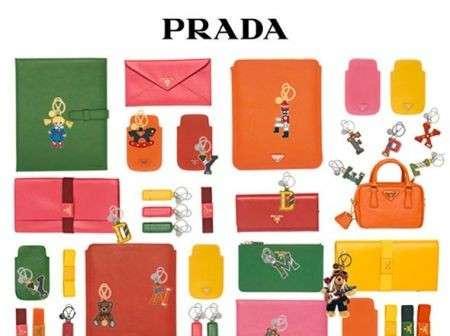 Le idee regalo di Natale firmate Prada, chic e divertenti