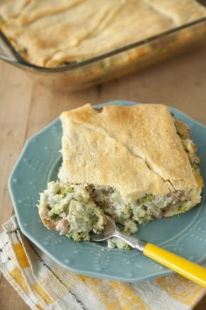 Pranzo di Natale economico, torta salata con broccoli e salsiccia