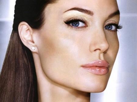 Il make up dell'inverno 2012 punta su colori soft e riflessi perlacei