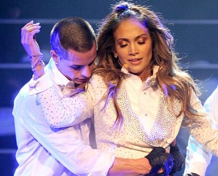 """Jennifer Lopez e Casper Smart """"cinguettano"""" il loro amore su Twitter"""