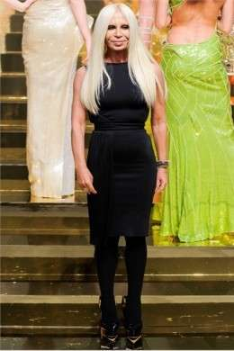 Versace presenta la collezione P/E 2012 per l'Alta Moda di Parigi