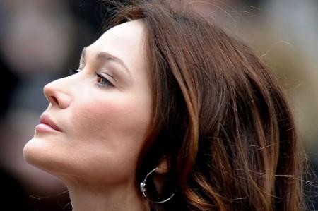 Carla Bruni, la sua statua, e le polemiche scoppiate in Francia