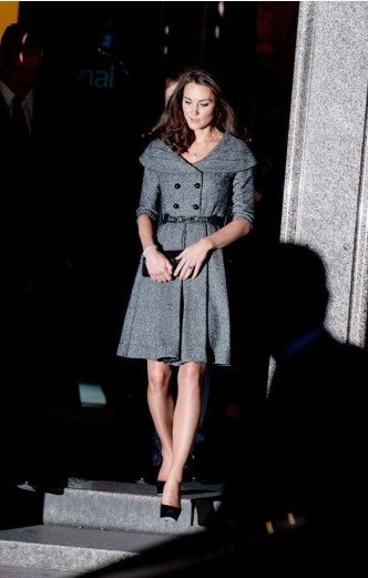 Kate Middleton, senza il suo William, bellissima alla National Portrait Gallery di Londra
