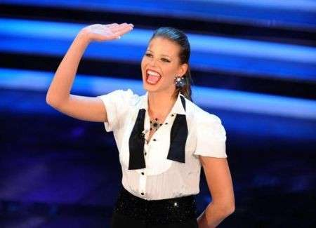 """Sanremo 2012, nella quarta serata Ivana Mrazova stupisce con un look """"maschile"""""""