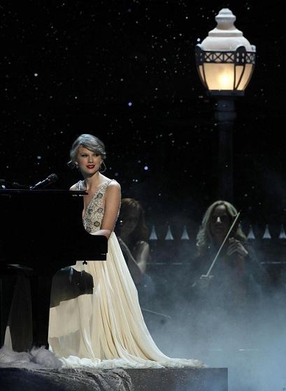 Taylor Swift agli Academy of Country Music Awards con un cavaliere malato di leucemia