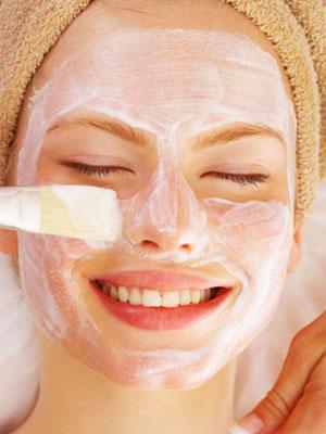 Pulizia viso: latte detergente fai da te a base di maionese