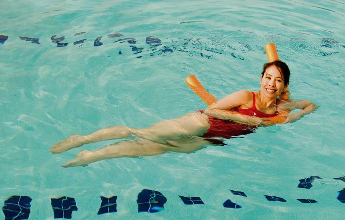 Dimagrire è più facile con l'acqua fitness, ecco le novità in piscina