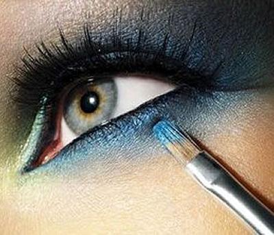 Trucco occhi azzurri tono su tono