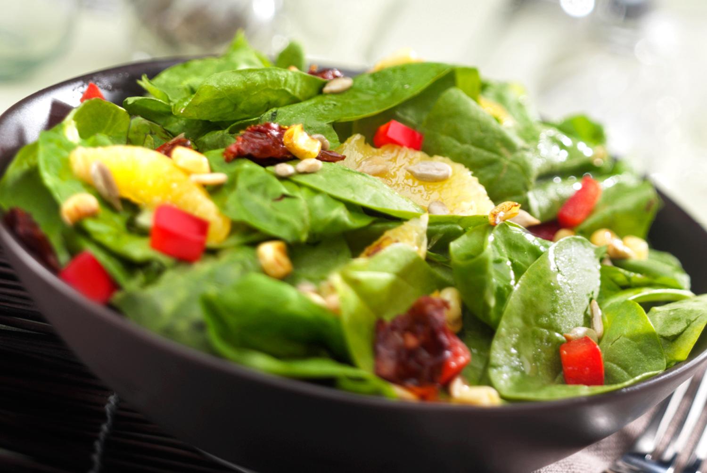 Insalate estive fresche e dietetiche, due ricette semplici ma sfiziose