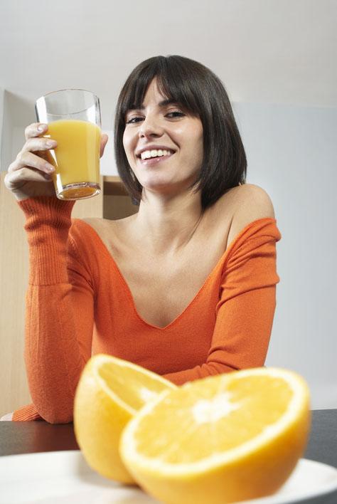 Bellissime grazie al succo d'arancia, un toccasana per pelle e capelli