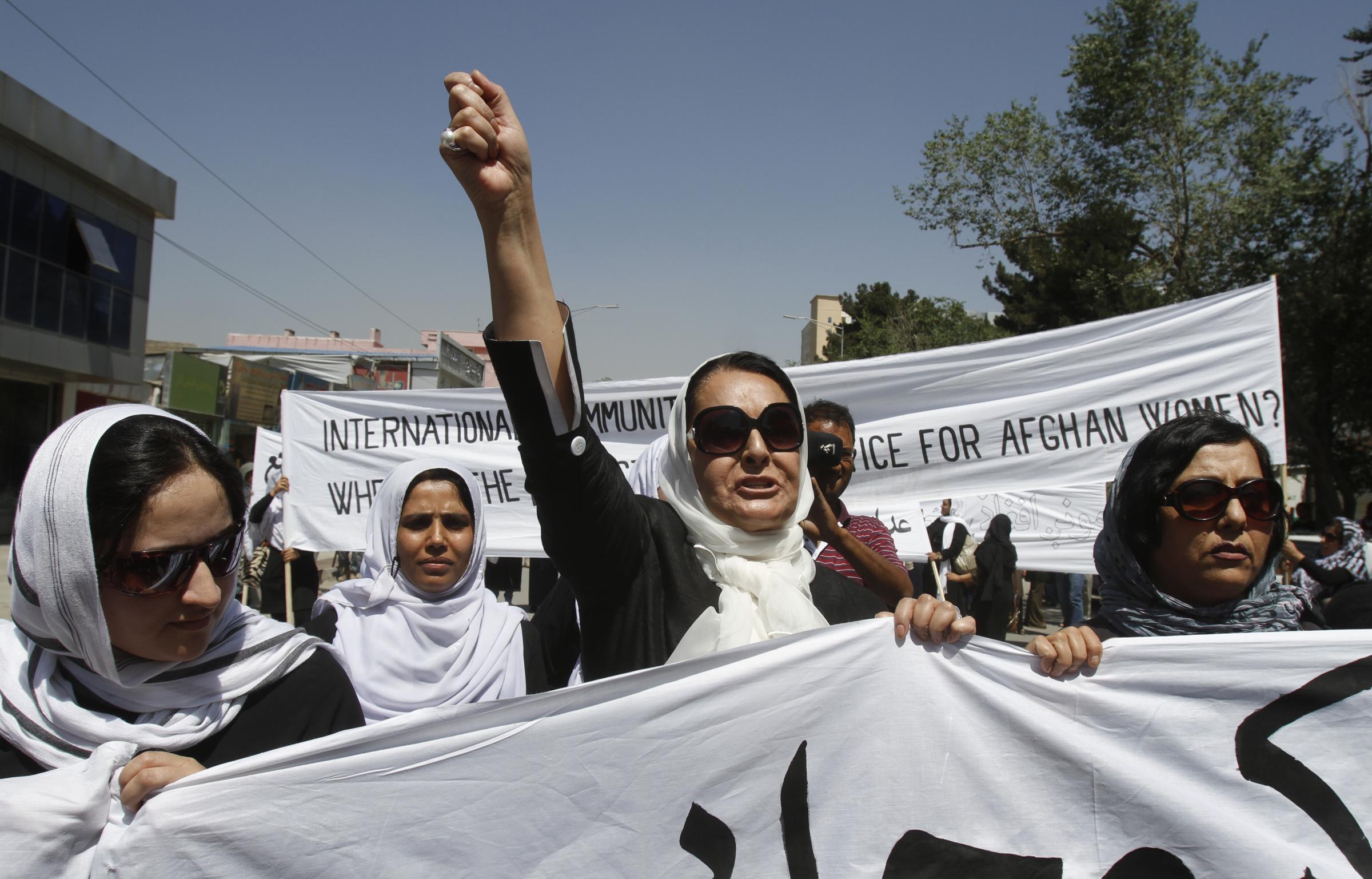 Violenza sulle donne, corteo a Kabul per protestare contro il femminicidio