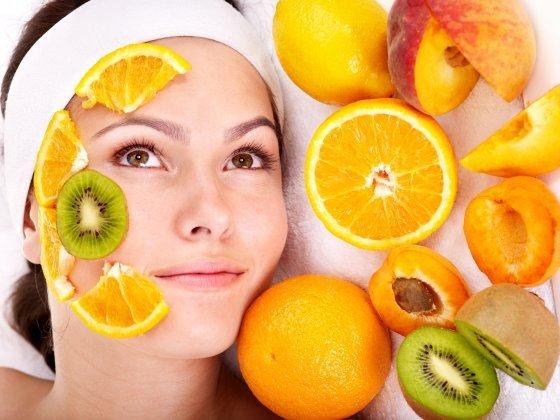Maschere per il viso con la frutta fresca