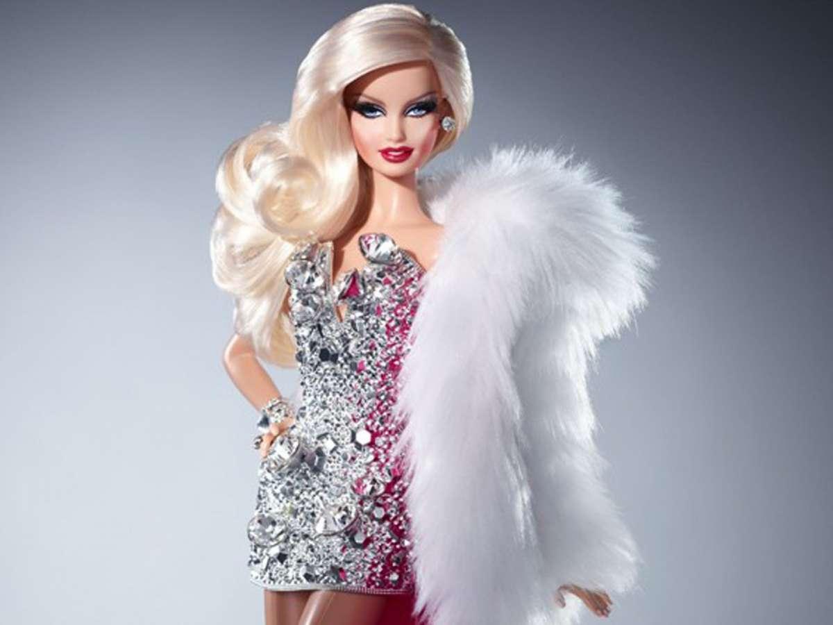 Barbie Drag Queen, la stampa cattolica contro la bambola transgender [FOTO]