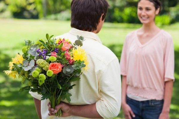 Per conquistare una donna ci vogliono i fiori, lo conferma uno studio