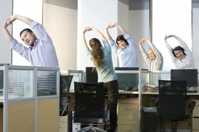 Ginnastica da ufficio, gli esercizi giusti per mantenersi in forma