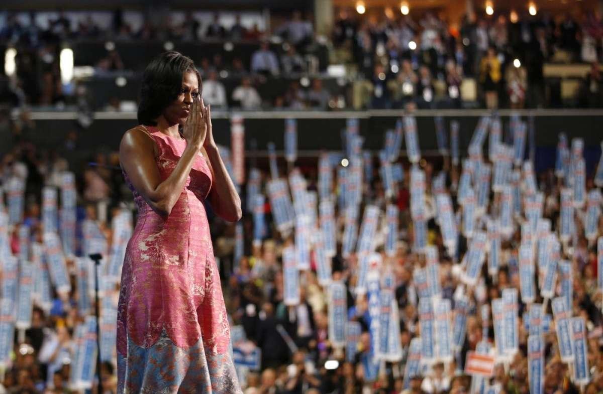Michelle Obama convention speech, sostiene il marito e parla al cuore degli americani