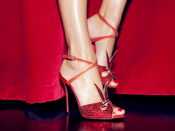 Giuseppe Zanotti presenta la scarpa rossa dedicata a Katharine Hepburn