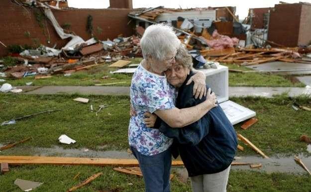 Tornado su Oklahoma City: 91 morti di cui 20 bambini [FOTO]