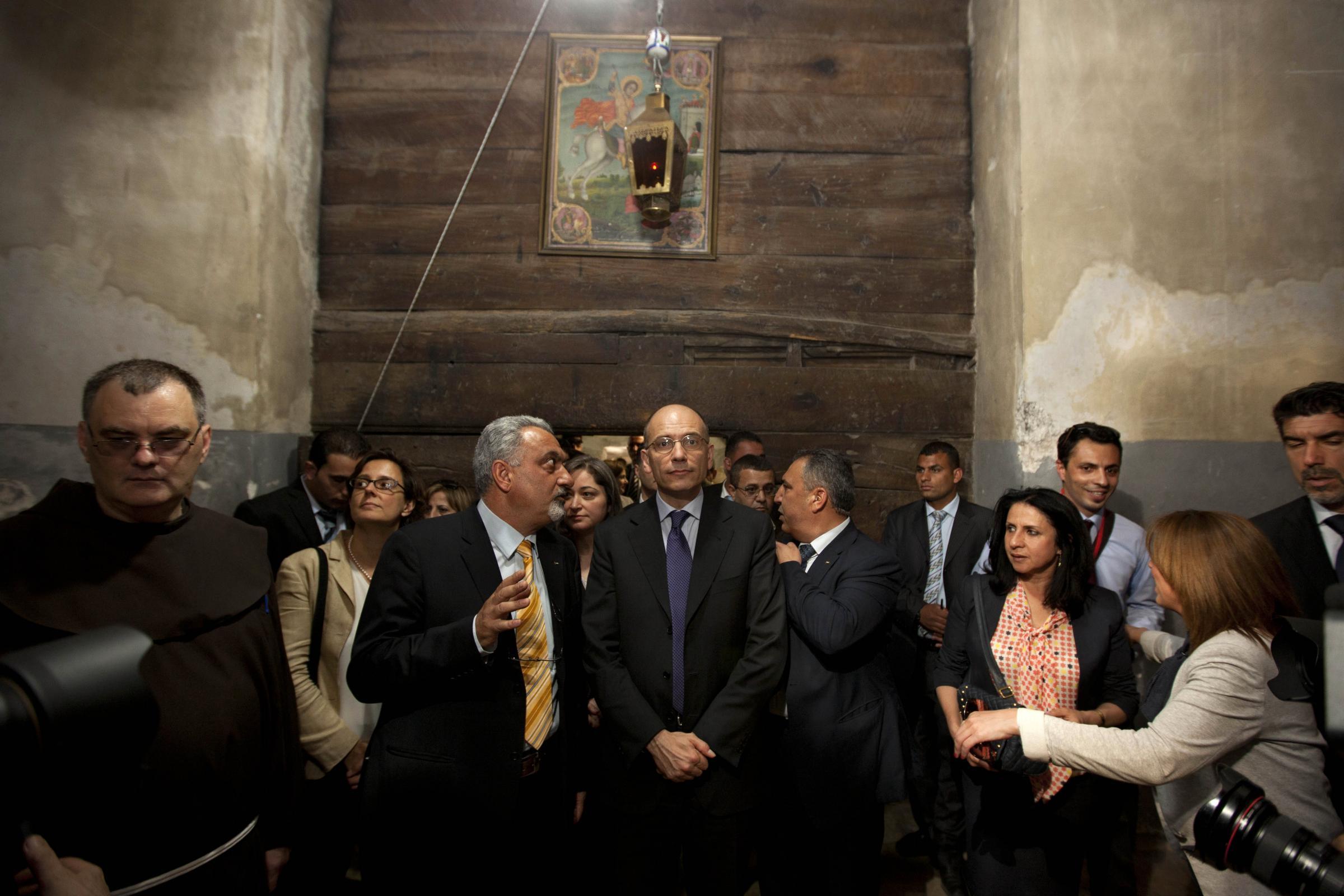 Enrico Letta e Gianna Fregonara visitano la basilica della Natività a Betlemme