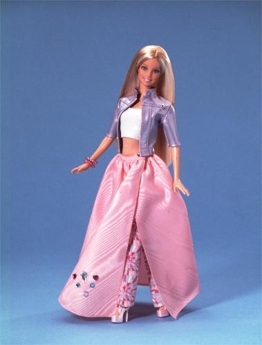 Barbie con look rosa (379x500)