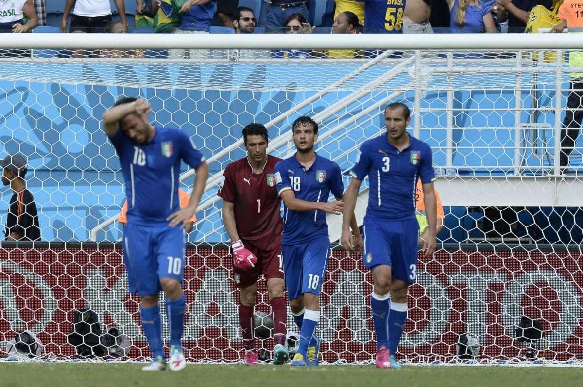 Fallimento dell'Italia: perde con l'Uruguay ed è fuori dal Mondiale 2014 [FOTO]