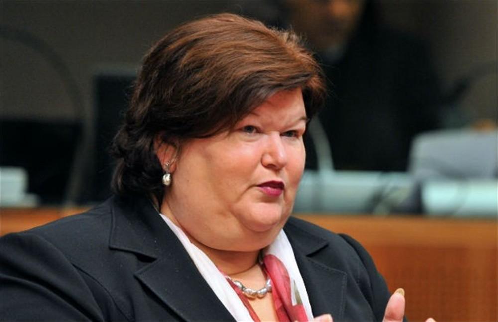 Maggie De Block troppo grassa per fare il Ministro della Salute