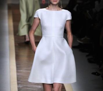 moda anni 50 abito ampio bianco