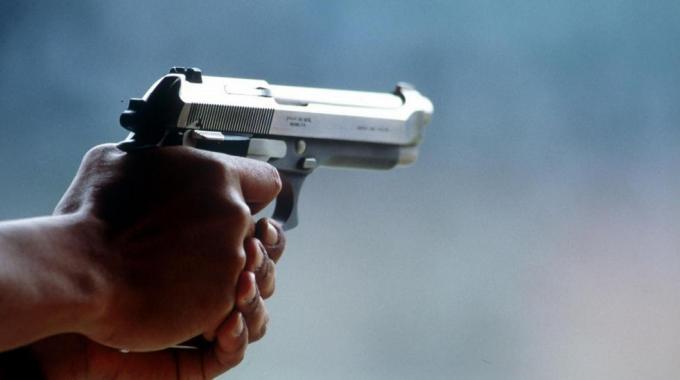 Femminicidio a Salerno: uccide l'ex moglie poi si suicida