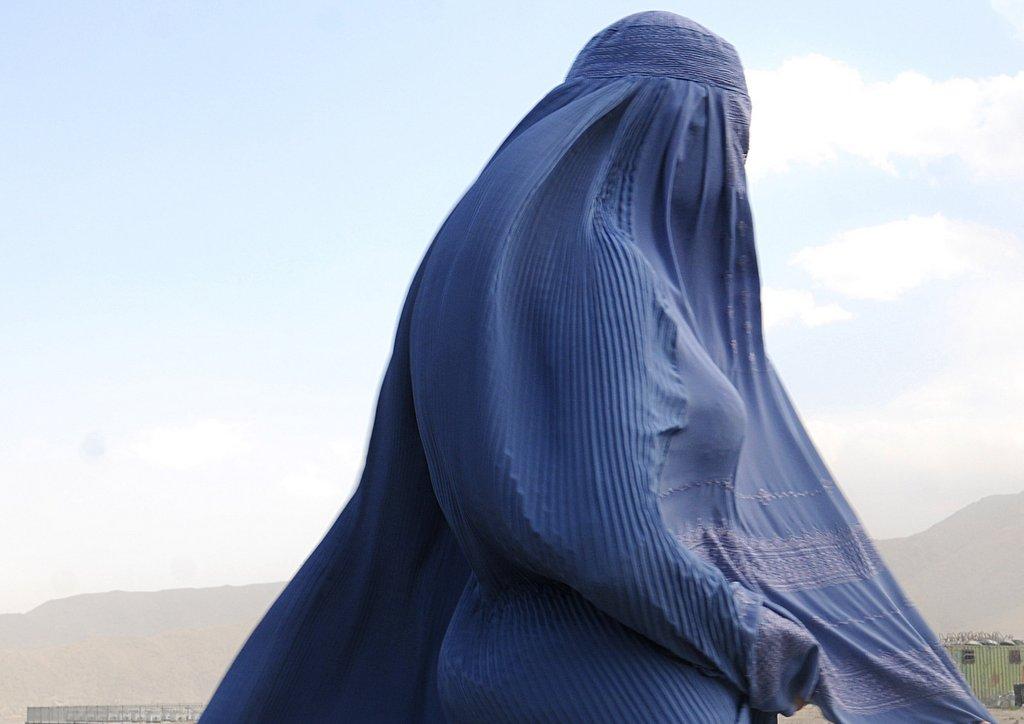 Giovane afghana sposa l'uomo che l'ha violentata