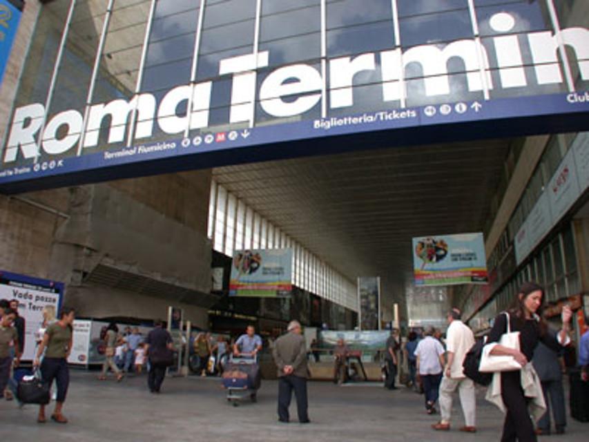 Stazione Termini: adescavano ragazzini rom per fare sesso, 7 gli arresti