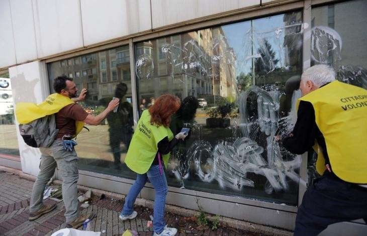 Milano ripulita dai volontari [FOTO]