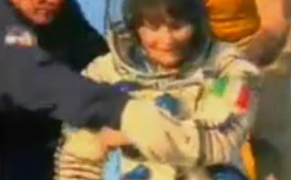 Samantha Cristoforetti è tornata dallo spazio [FOTO]