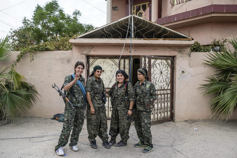 Donne contro l'Isis: il ruolo cruciale delle curde e musulmane nella lotta al terrorismo [FOTO]