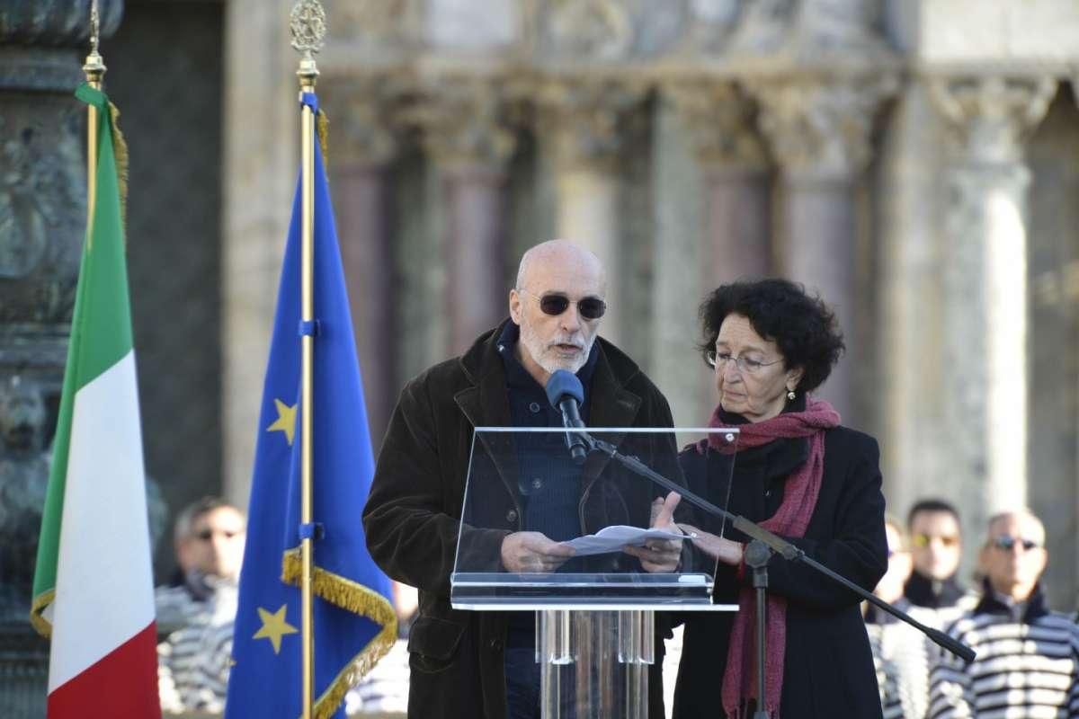 Valeria Solesin, il padre ai funerali: No al fanatismo in nome della religione [FOTO]