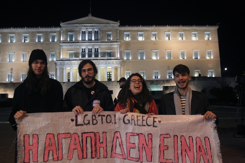 Grecia, il Parlamento approva la legge sulle unioni gay