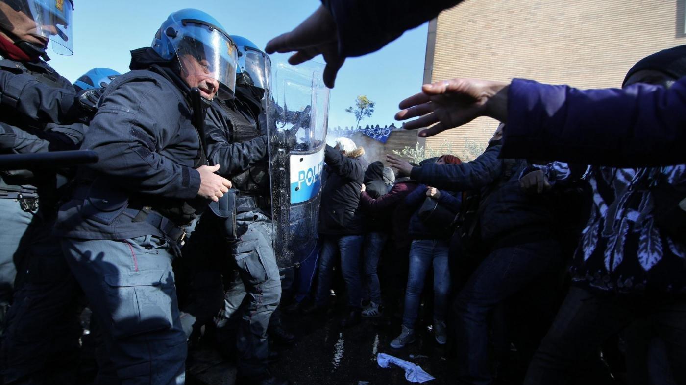 attivisti action scontri
