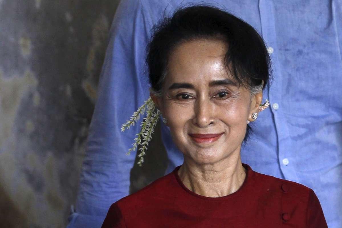 Birmania, Aung San Suu Kyi entra nel nuovo Governo [FOTO]