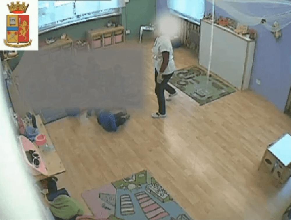 Bambini maltrattati a Grosseto: arrestate tre educatrici dell'asilo
