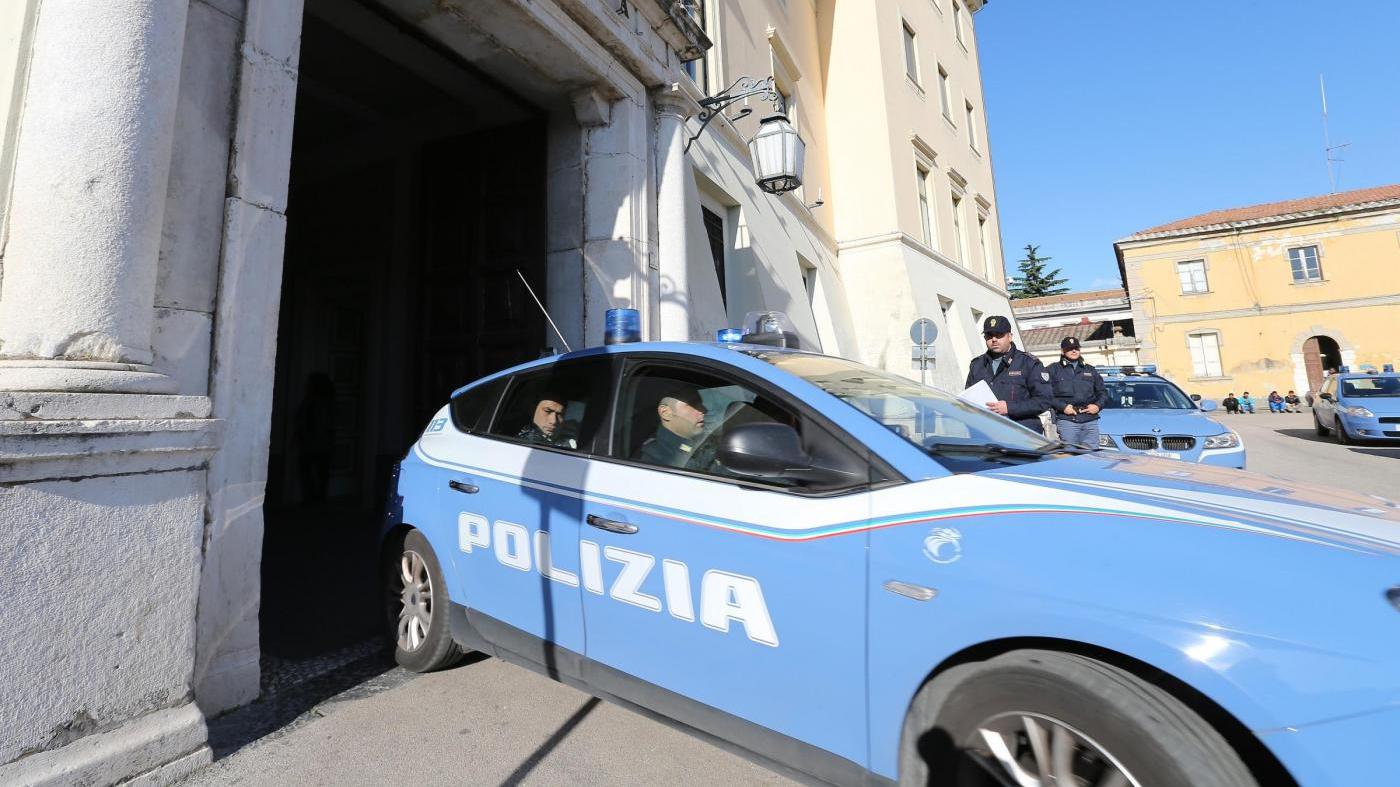 finti poliziotti arrestati
