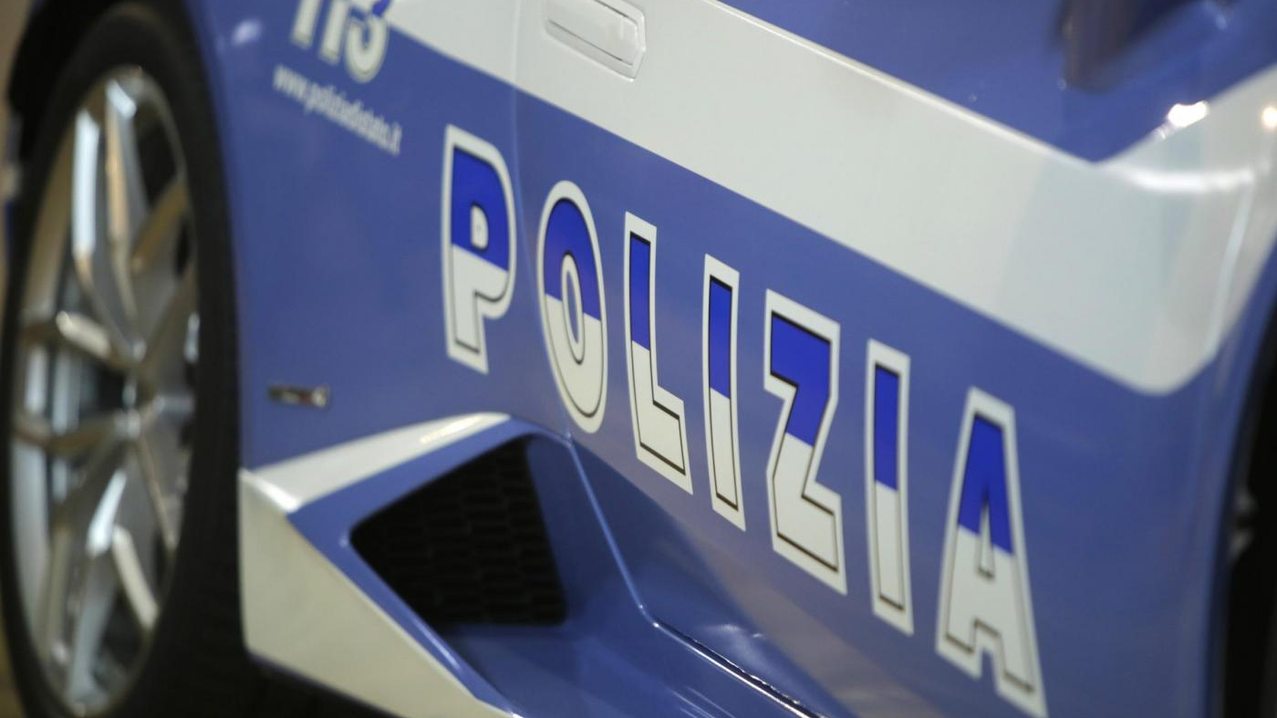 ladri finti poliziotti