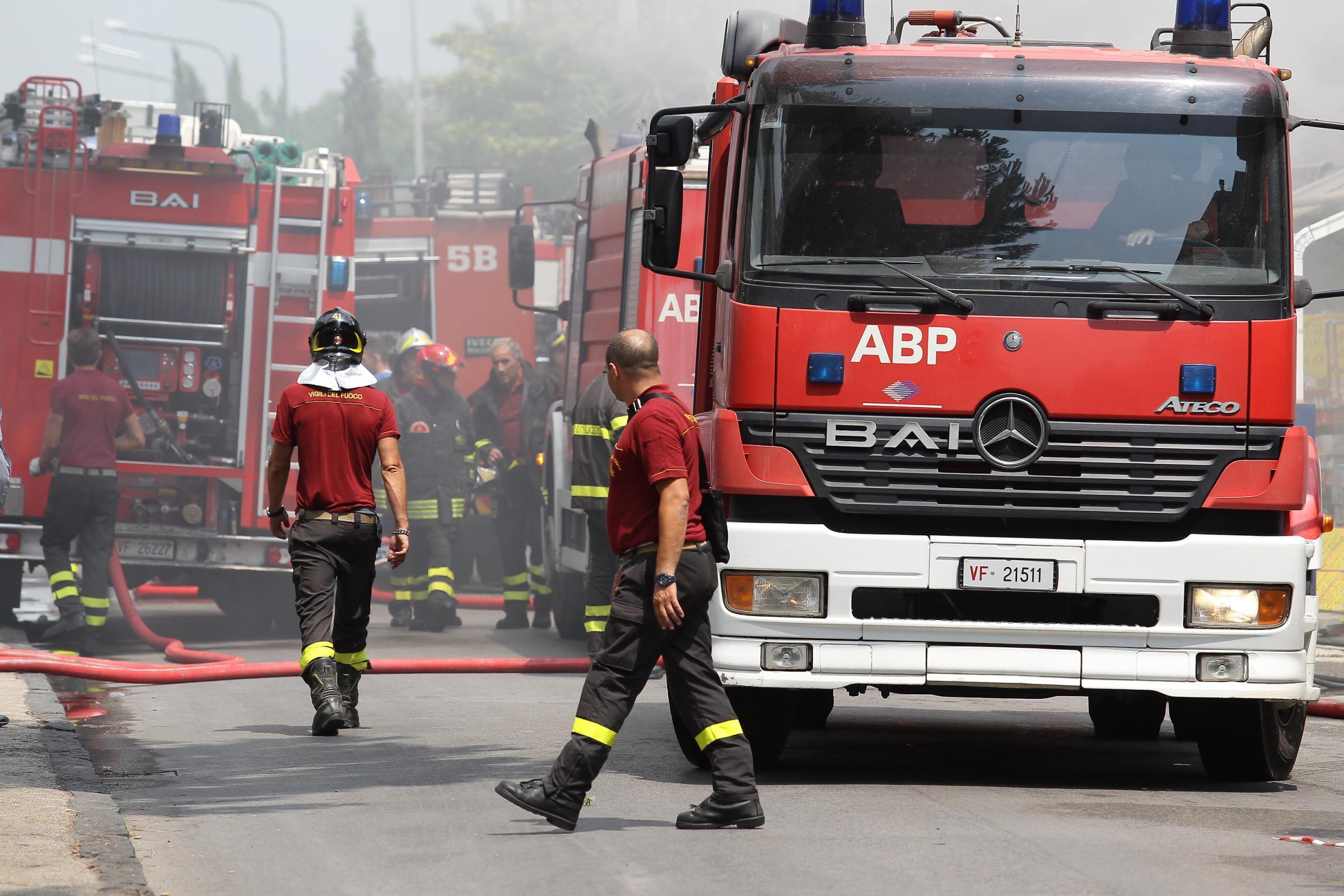 Incendio in un supermercato ad Acerra