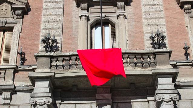 drappo rosso femminicidio