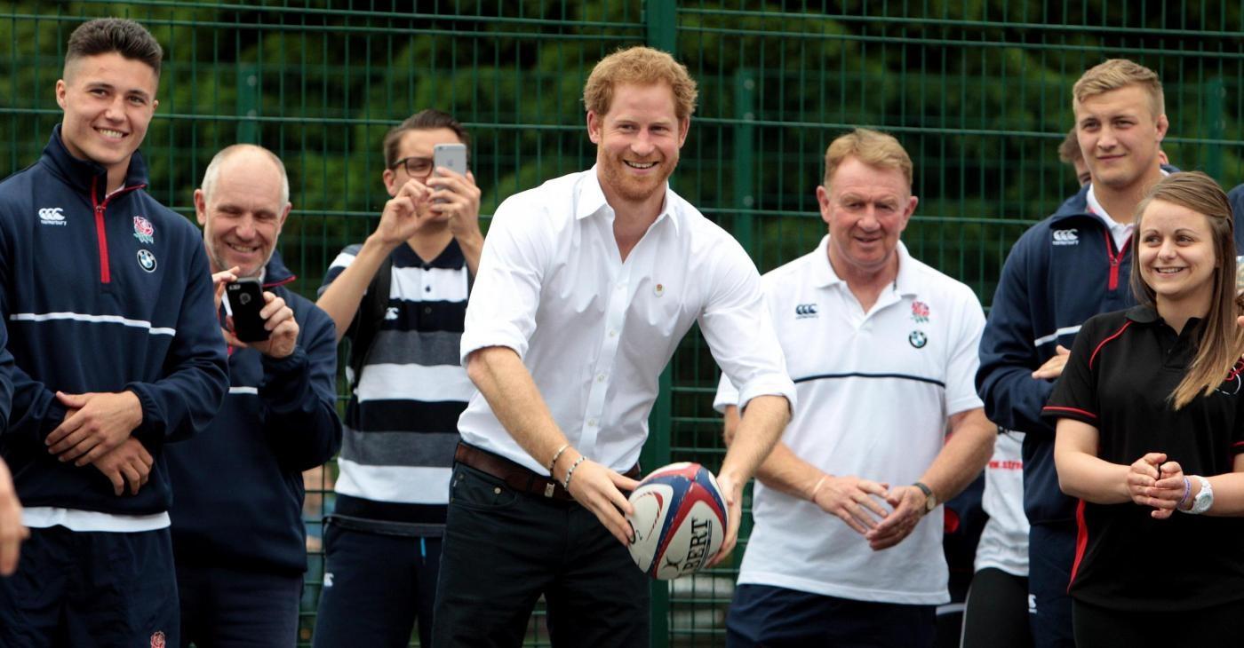 Principe Harry in visita a Stockport