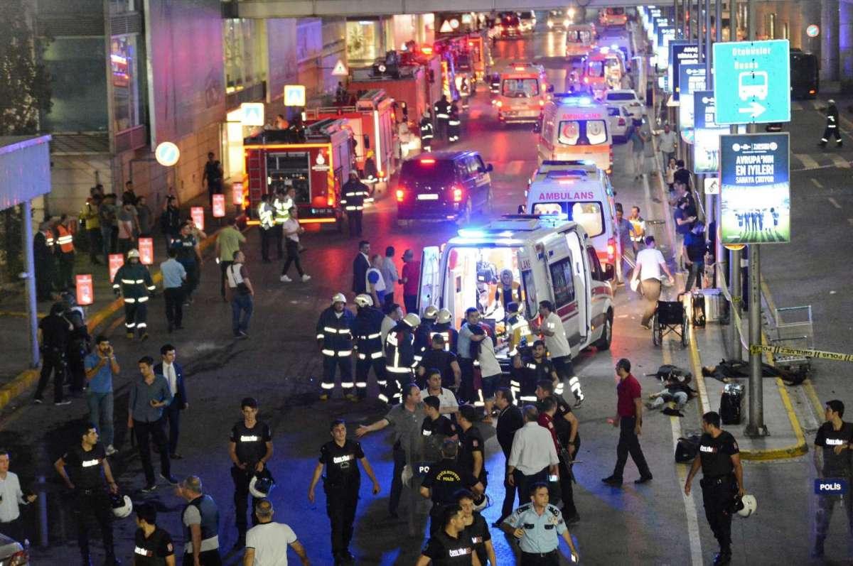 Turchia, attentato all'aeroporto di Istanbul: almeno 36 morti e centinaia di feriti [FOTO]